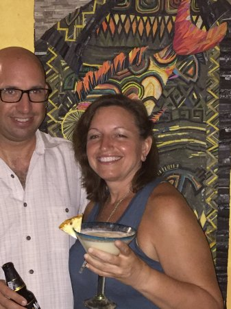 Mayan Beach Garden: Enjoying the bar facilities!