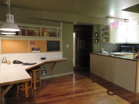 Evergreen, CO: Kitchen and breakfast nook.