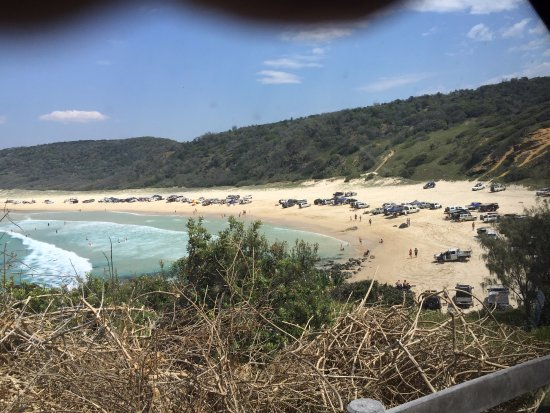 Tewantin, Avustralya: Cars parked at Double Island Point