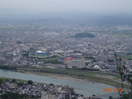 Gifu, Japan: 金華山から長良川の風景