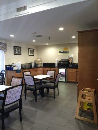 Days Inn Biltmore East: Breakfast Area