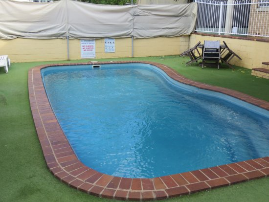 Paramount Motel and Serviced Apartments: Swimming pool area