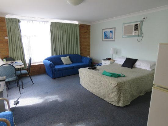 Paramount Motel and Serviced Apartments: Living area