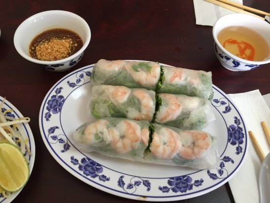 Lawndale, Californië: Rice Paper Rolls - Shrimp with Dipping Sauce