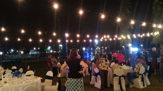 Tanoa Waterfront Hotel: Sunset Lawn