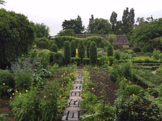 Barnsley, UK: Famous beautiful garden