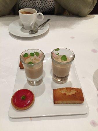 Sancerre, France : Zum Café