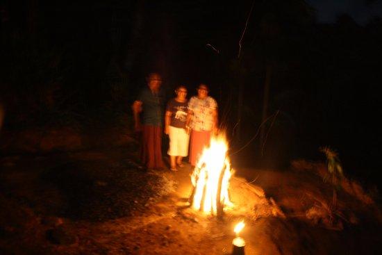 Sinharaja Rain Forest View Villas: Bonfire
