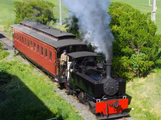 ‪‪Otago Peninsula‬: Ocean Beach Railways Kerr Stuart locomotive 4185 climbing the grade ‬