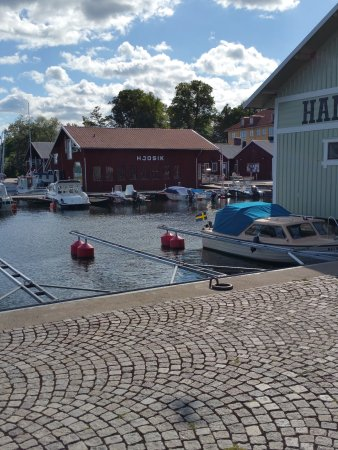 Hjo, Suecia: The red building is the place