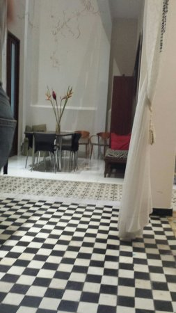 Da House Hotel: 20160729_211341_large.jpg
