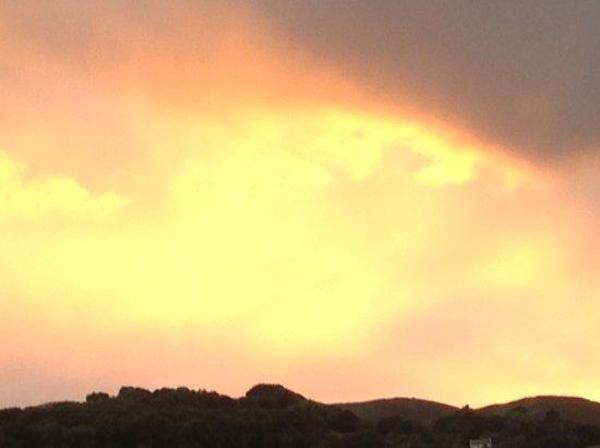 Bryn Derwen Guest House: Sunset