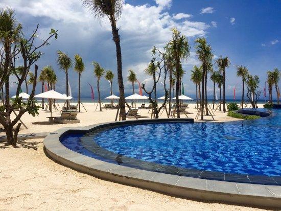 Amazing view, great infinity pool!