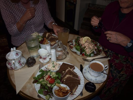 Pembridge, UK: Sandwiches & prawn salad