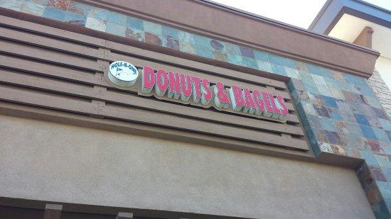 Murrieta, CA: Hole N One Donuts & Bagels