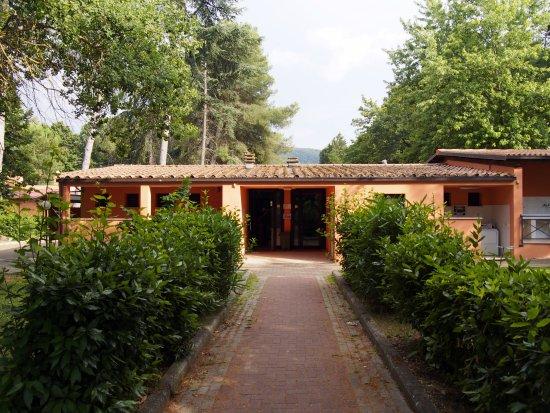 Magione, Italia: Blocco sanitario vicino al lago