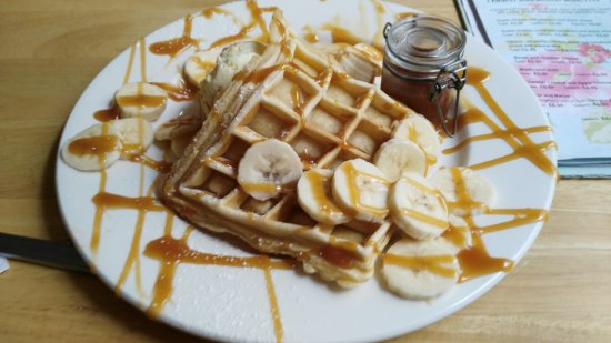 Teignmouth, UK: The banana, toffee sauce waffle