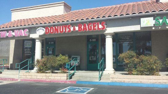 Murrieta, CA: Hole N One Donuts & Bagels