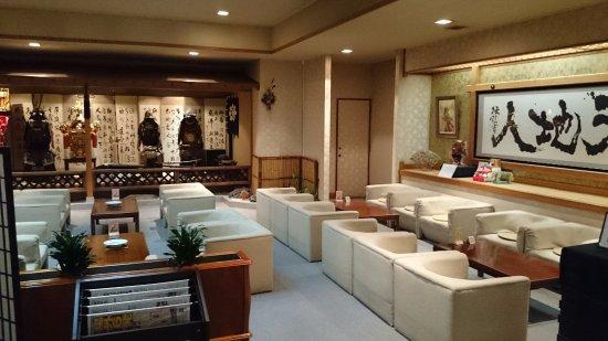 Minamiuonuma, ญี่ปุ่น: ロビーの広間には上杉、直江を思わせる甲冑などがたくさん。