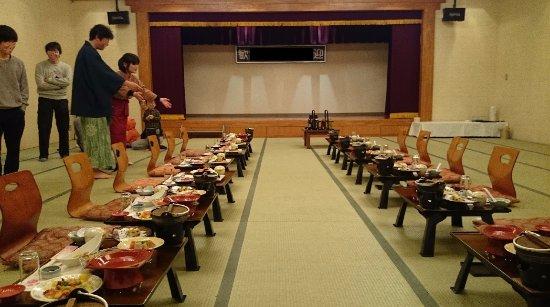 Minamiuonuma, ญี่ปุ่น: 団体の場合の宴会。和風のザ・宴会ができる。
