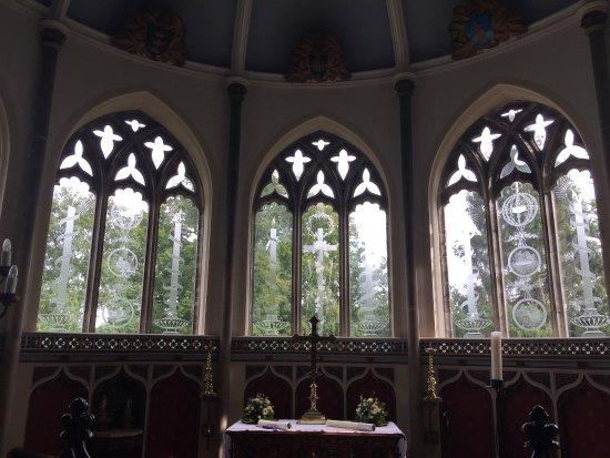 Moreton, UK: Laurence Whistler windows