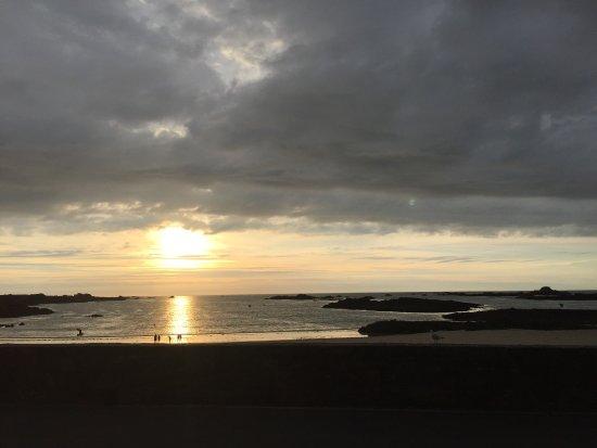 Cobo Bay Restaurant & Beach Terrace: photo0.jpg