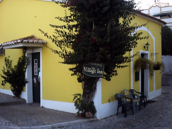 The Village Inn Estombar.