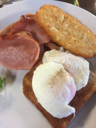 Raymond Terrace, Australien: Bacon eggs hash brown sausage