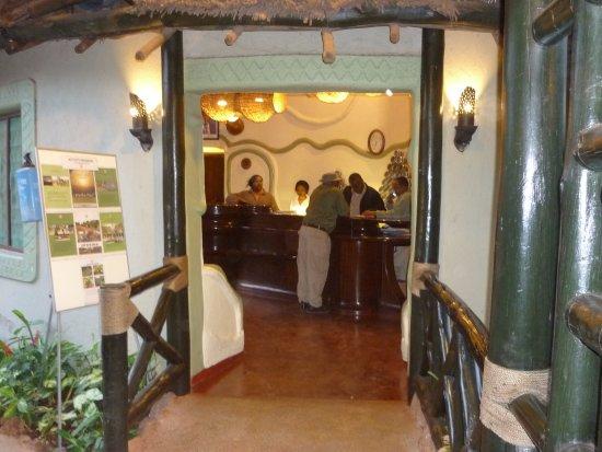 Lake Manyara National Park, Τανζανία: The bridge to the reception counter