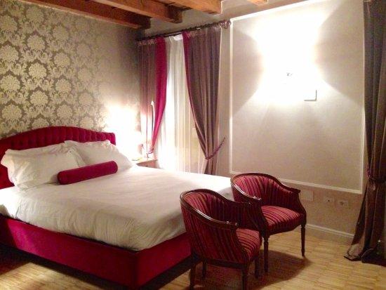 Province of Verona, Italia: Bedroom in Baroness apartment