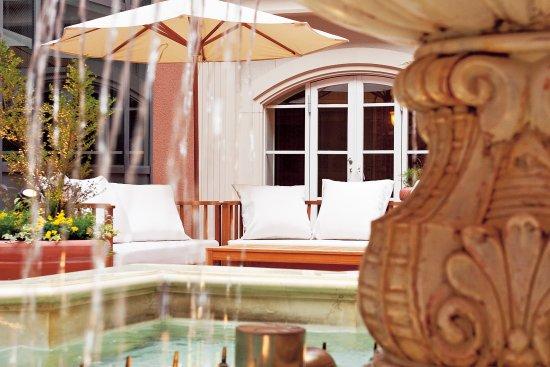 Namba Oriental Hotel: Fountain at patio