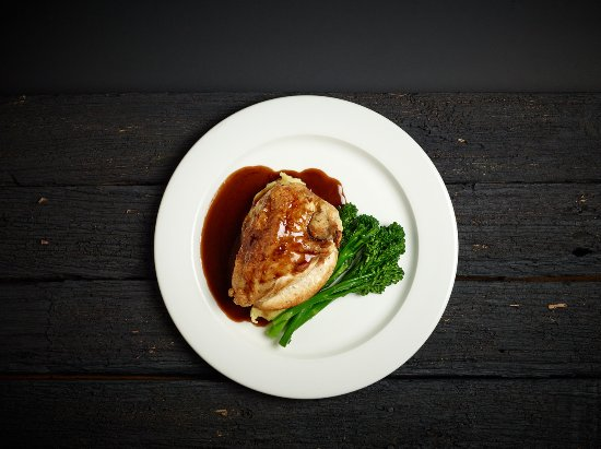 The Farmers Arms Daylesford: Chicken Breast stuffed with goats cheese and balsamic glaze