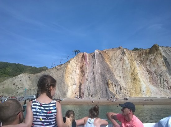 Totland, UK: Multi coloured sand cliffs at The Needles