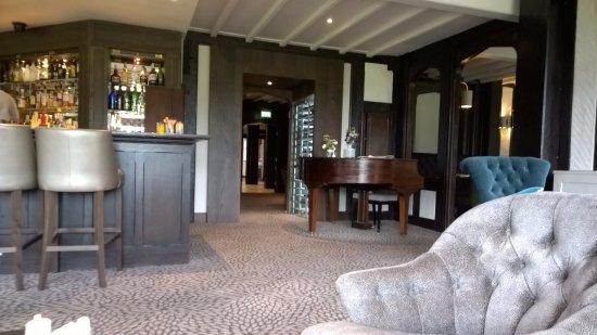Hogarths Stone Manor bar