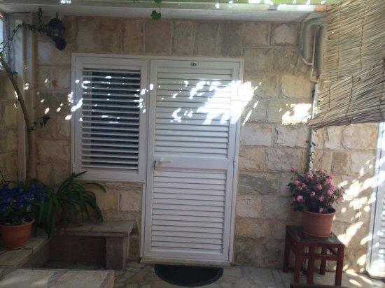 Zaostrog, كرواتيا: Eingang und einziges Fenster in einem