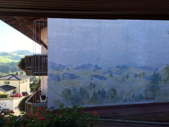 Rohrnbach, Alemanha: Zumindest hat man die Hauswand bemalt um ein wenig Panorama zu haben