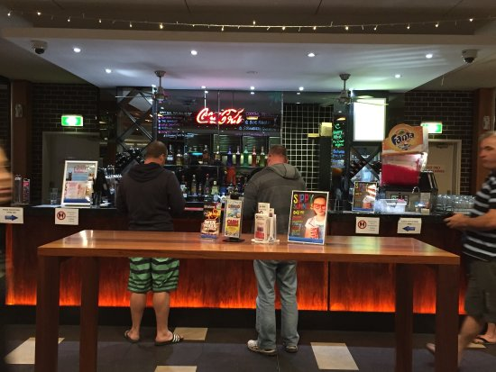 Ettalong beach bowling club