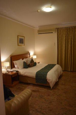 Falaj Daris Hotel: La chambre à coucher.