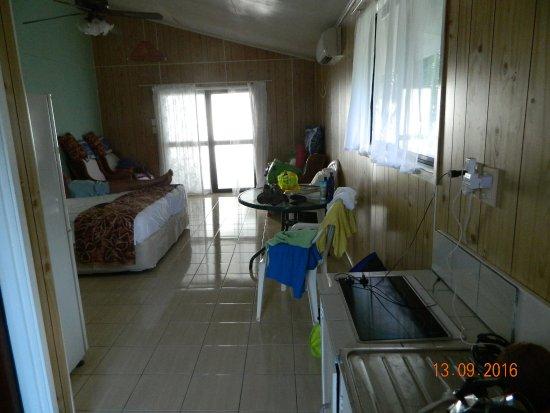 Rino's Motel: interno della camera tipo beach front de luxe