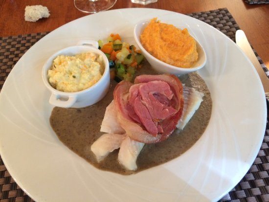 Dieulefit, França: Le dos de cabillaud, superbe assiette, plaisir des yeux et plaisir des papilles.