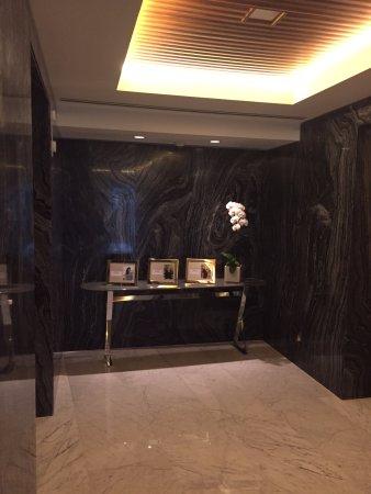 Fairmont Pacific Rim: Hotel Lobby