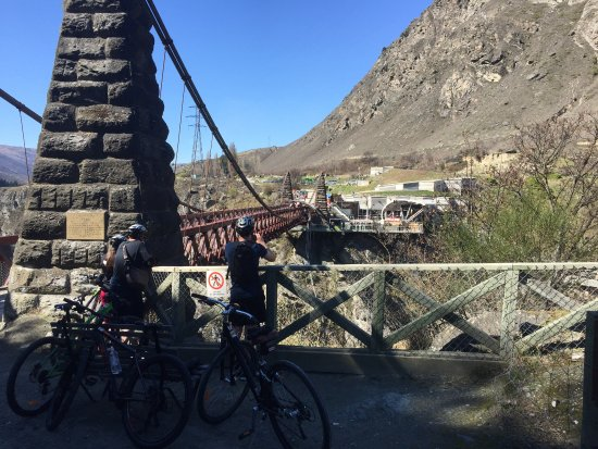 Arrowtown, Nueva Zelanda: Bungy jumpers off the Kawarau Bridge
