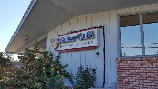 Ukiah, Californië: Front of the restaurant with sign!