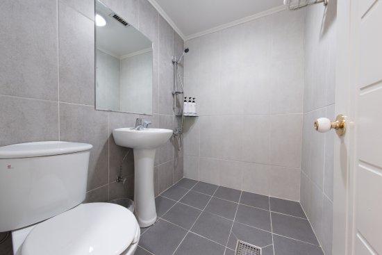Hotel Maui: Bath room