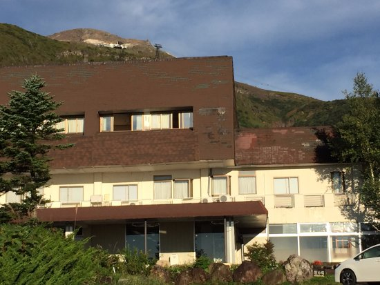 Nasu Mount Hotel : 屋根とか剥がれてます。