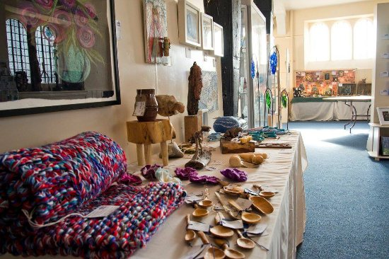 Ross-on-Wye, UK: Lots of beautiful affordable things on show up at Made in Ross and always an artist present to h