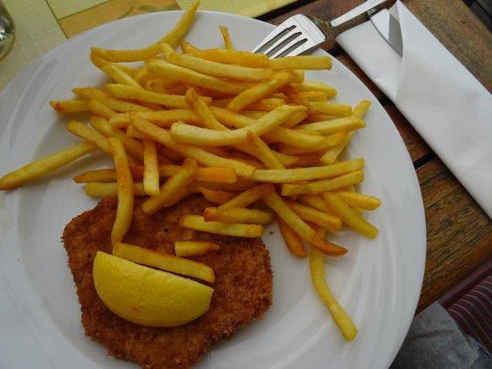 Riezlern, Østerrike: Kinderteller Schnitzel mit Pommes