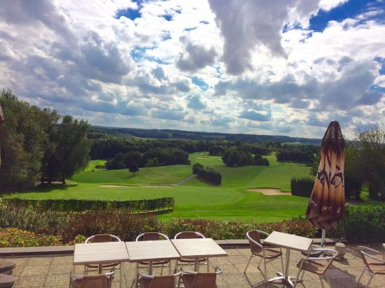 Aa Saint-Omer Golf Club : View from the terrace, looking at hole nr 13 (up hill) and tee off hole nr 1