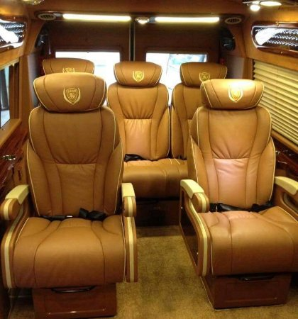 ‪Luxury Sapa Bus‬