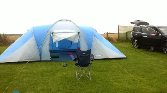 Strathkinness, UK: Cars next to your tent makes it easier with families